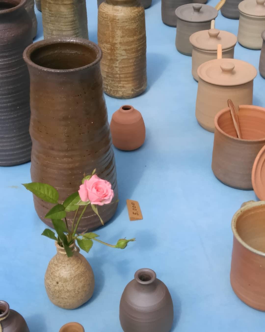 4丁目238。新荘川焼。雲ひとつない夏日の日曜市。#土佐の日曜市#やきもの#sundaymarket#kochijapan#pottery