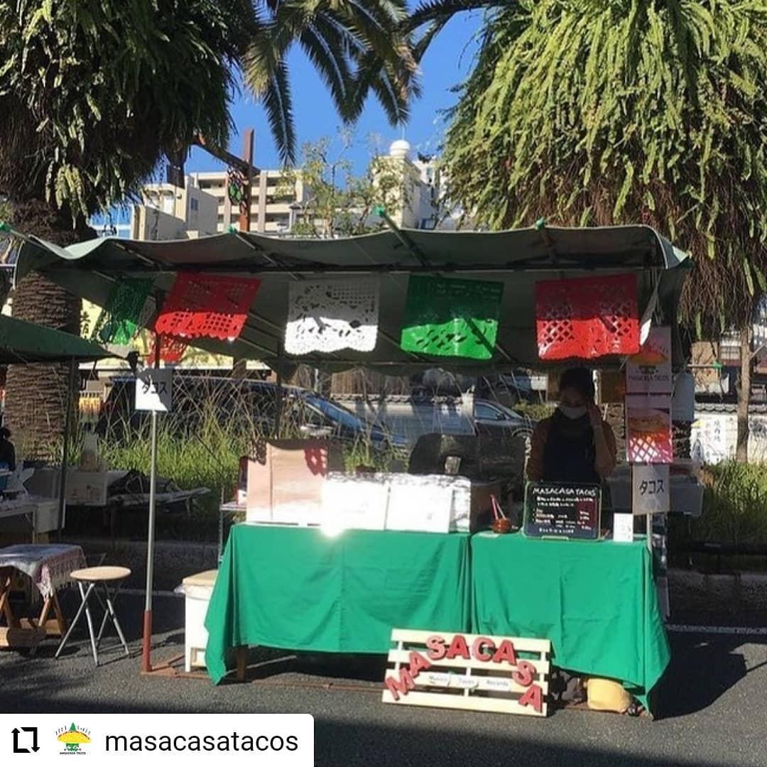 #Repost @masacasatacos…7/11(日) 、日曜市、出店します。 We will be at Sunday Farmers market on 7/11 from 8am ish. 日曜市では、高知のじきび粉とメキシコのマサ粉の自家製トルティーヤのタコスです。具は、「高知野菜」紫芋(森田農園さん)、高知産のパプリカ、ピーマン、と四万十鶏のトマト煮です。人気は、四万十鶏のトマト煮と高知野菜、両方入った「ミックス」低カロリー高タンパクな、四万十鶏の胸肉と、さつまいもたっぷりの高知野菜のハーフ&ハーフ。朝食にもばっちりです。サルサは3種類 A: トマト、B:  ハラペーニョ、C :  チポトレ(ハラペーニョの燻製)、赤唐辛子、サルサの唐辛子、トマト、玉ねぎ、ニンニク、パクチーも高知産です。ハラペーニョは、森田農園さん。チポトレは、森田農園さんのハラペーニョを松原ミートさんに燻製していただきました。場所は、日曜市3丁目、駐車場の前 開店は、8時くらいからに、なります。よろしくお願いいたします。SNSにタグ付け投稿していただいた方々の写真を使わせていただいています#高知 #日曜市 #タコス #サルサ #高知野菜 #四万十鶏 #高知タコス計画 #自家製トルティーヤ #森田農園 さんの#紫芋 #森田農園 さんの #ハラペーニョ を#松原ミート さんに#燻製 していただいた#チポトレ #日高村 のトマト #岡崎農園の#フルーツトマト #farmersmarket #tacos #kochi