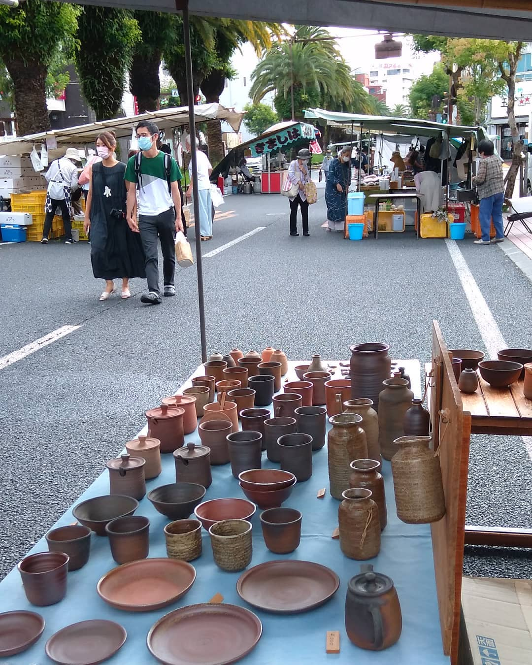 日曜市4丁目238。新荘川焼。 今日は人出は少ないけど、丁度歩きやすい天気です。#sundaymarket#kouchijapan#pottery