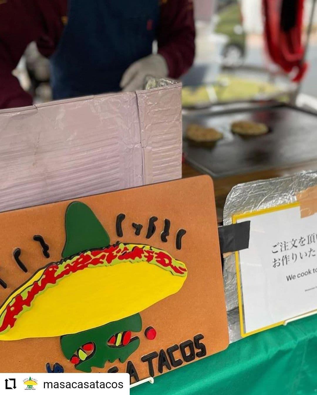 #Repost @masacasatacos…9/5(日) 、日曜市、出店します。 We will be at Sunday Farmers market on 9/5 from 8am ish. 日曜市では、高知のじきび粉とメキシコのマサ粉の自家製トルティーヤのタコスです。具は、「高知野菜」紫芋(森田農園さん)、高知産のパプリカ、ピーマンと四万十鶏のトマト煮です。人気は、四万十鶏のトマト煮と高知野菜、両方入った「ミックス」低カロリー高タンパクな、四万十鶏の胸肉と、さつまいもたっぷりの高知野菜のハーフ&ハーフ。朝食にもばっちりです。具材は辛くないので、お子様にも人気です。サルサは3種類 A: トマト、B:  ハラペーニョ、みょうがC :  ハバネロフレッシュハラペーニョのスライスもあります。サルサの唐辛子、トマト、玉ねぎ、ニンニク、高知産です。ハラペーニョは、森田農園さん。ハバネロは、ファームベジコさんです。場所は、日曜市3丁目、駐車場の前 開店は、8時くらいからに、なります。9/5、今週も、12時過ぎくらいには、閉店させていただく予定です。よろしくお願いいたします。SNSにタグ付け投稿していただいた方々の写真を使わせていただいています。ありがとうございます #高知 #日曜市 #タコス #サルサ #高知野菜 #紫芋 #四万十鶏 #高知タコス計画 #自家製トルティーヤ #森田農園 さんの#紫芋 #ハラペーニョ 、#ファームベジコ さんの#ハバネロ #farmersmarket #tacos #kochi